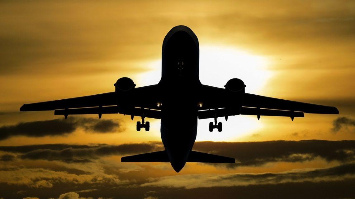 Kjøpe flyaksjer uten kurtasje investere flyselskap luftfart anbefalinger kursmål